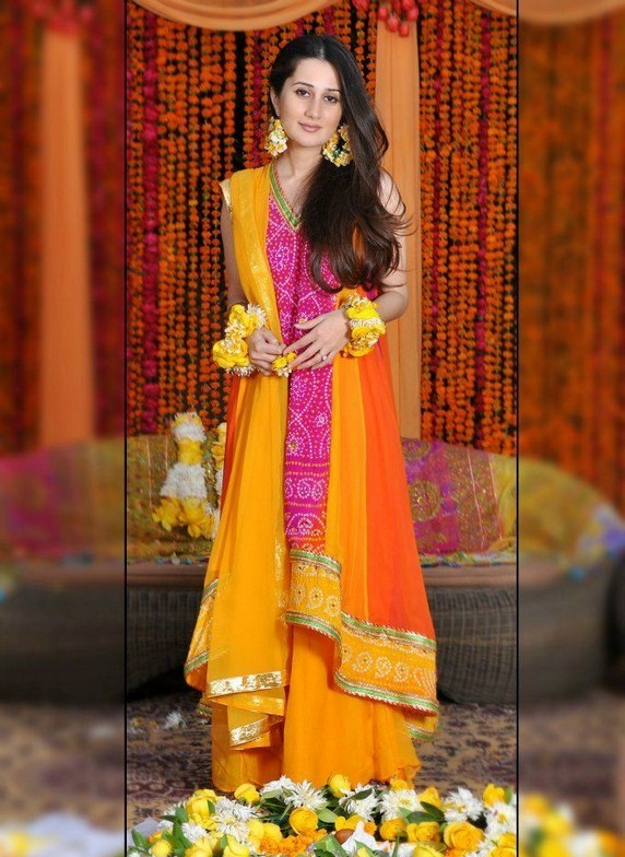 Latest Mehndi or Mayoon Dresses Designs 2019 for Girls in
