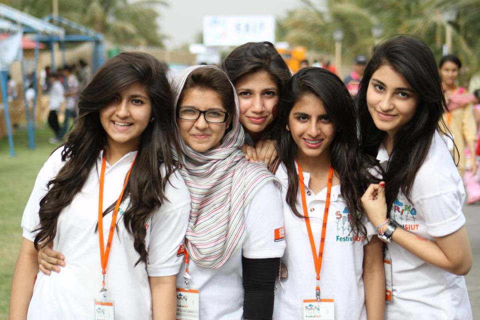latest pakistan college girls photos, images, pictures