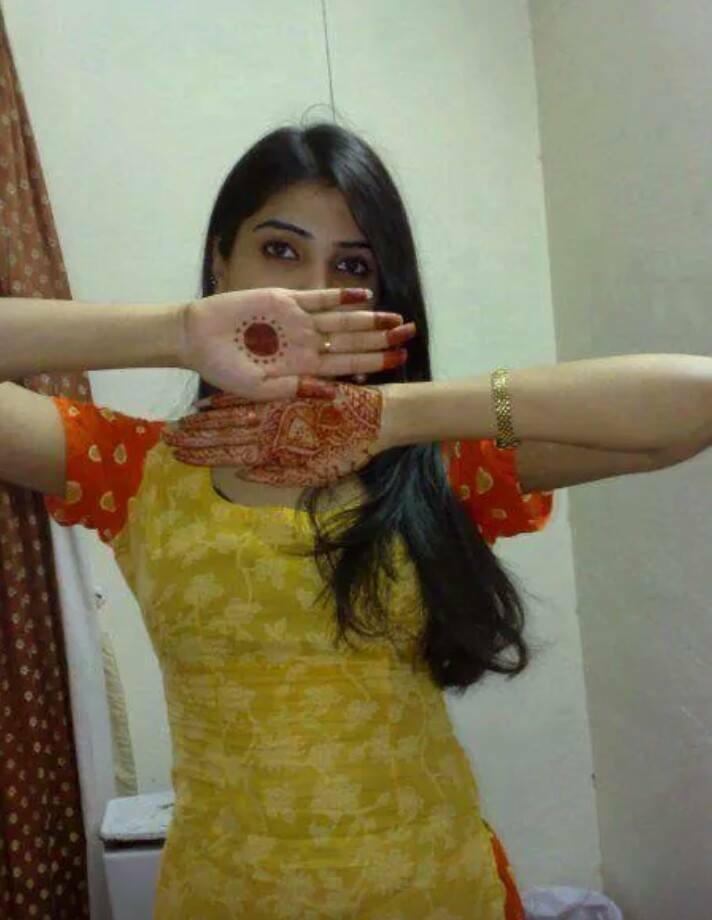 latest pakistani girl with mehndi