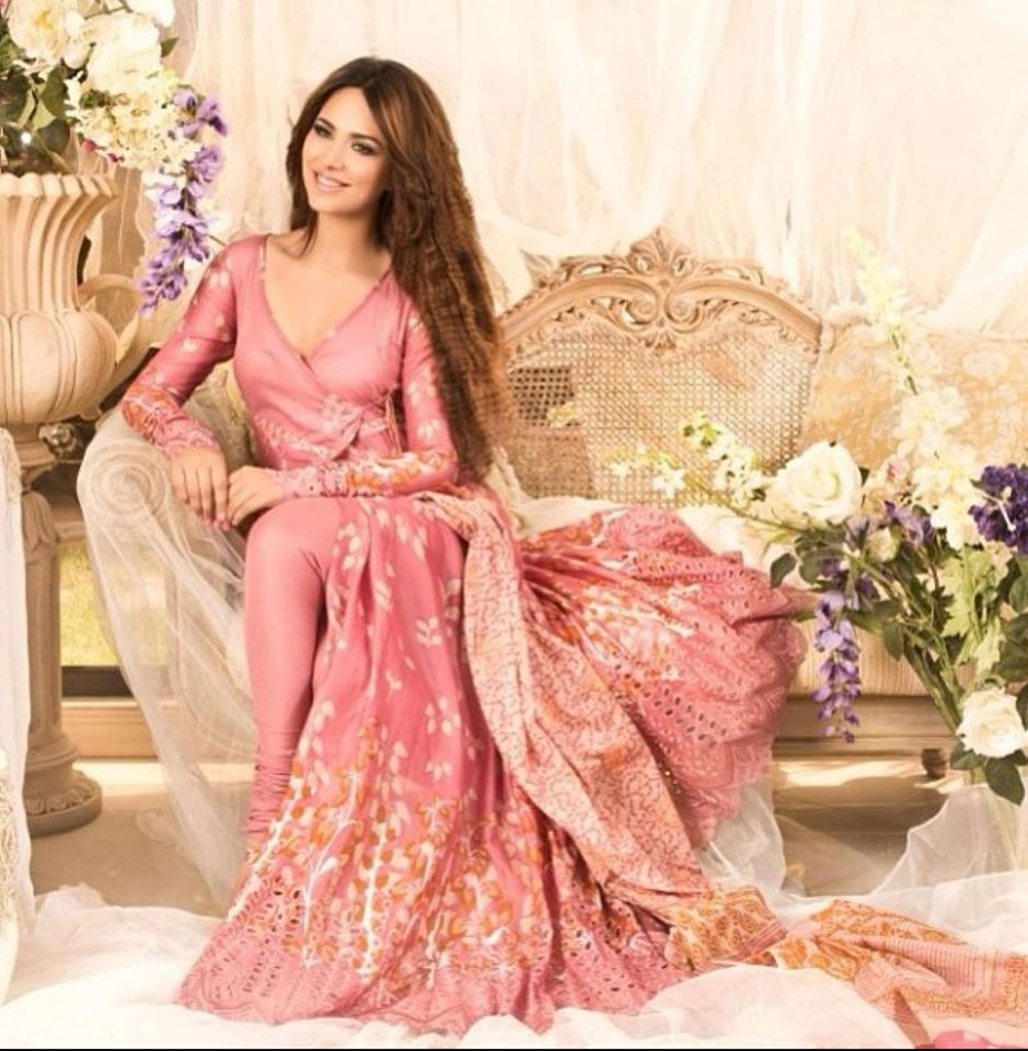 pakistani hot beauty ayyan ali hot photos