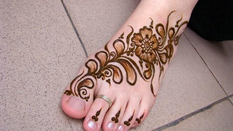 2017 mehndi designs for feet
