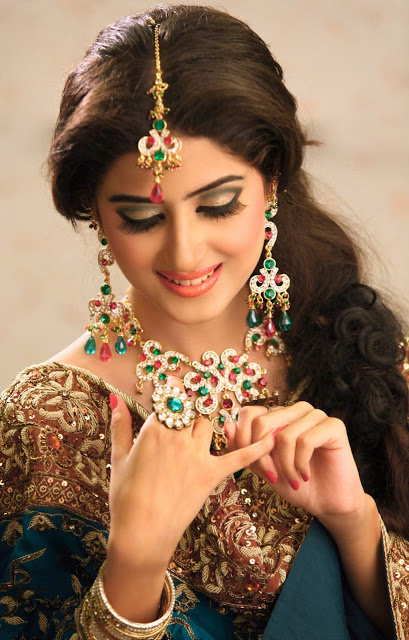 pakistani model girl sajal ali new latest images-webstudy.pk