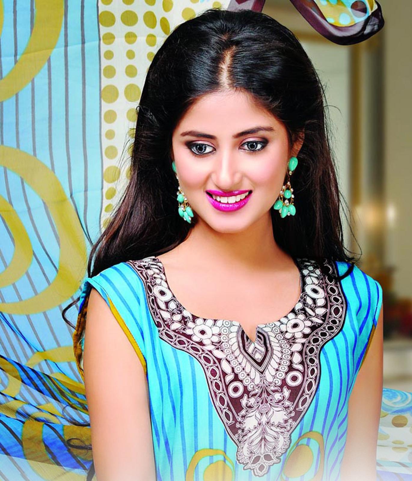 Dawood-Textiles-Aalishan-Chiffon-Lawn-Dresses-2016-webstudy.pk