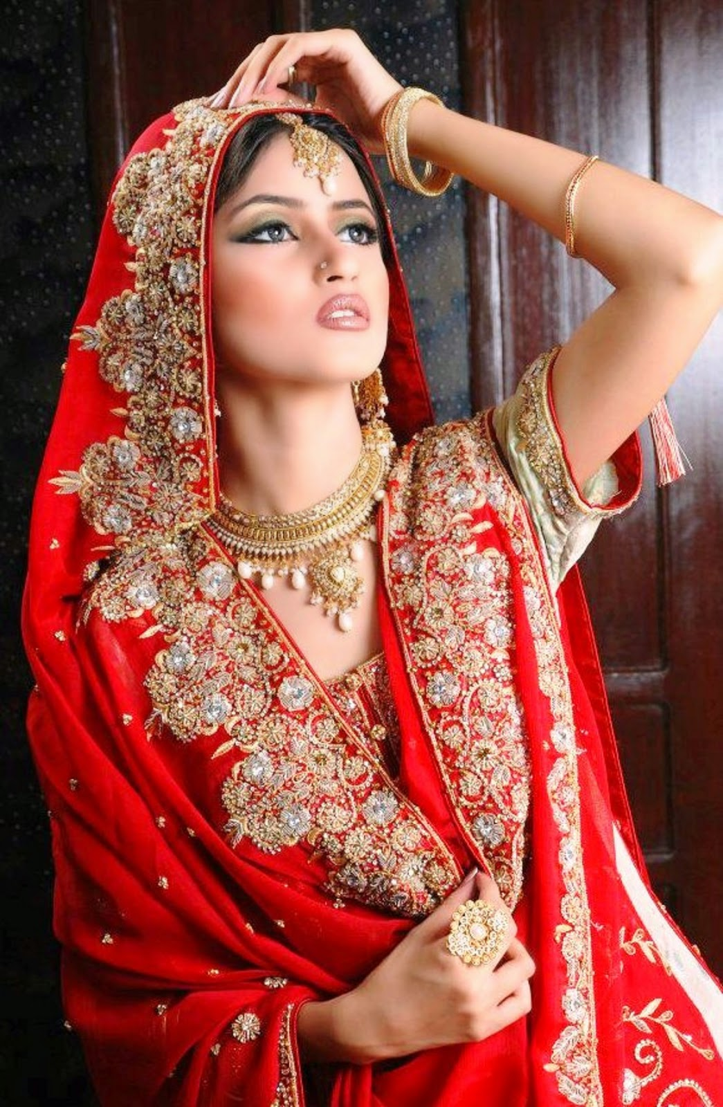 Latest-Bridal-Make-Over-and-Jewelry-Trend-in-Pakistan-By-Sajal-Ali-2