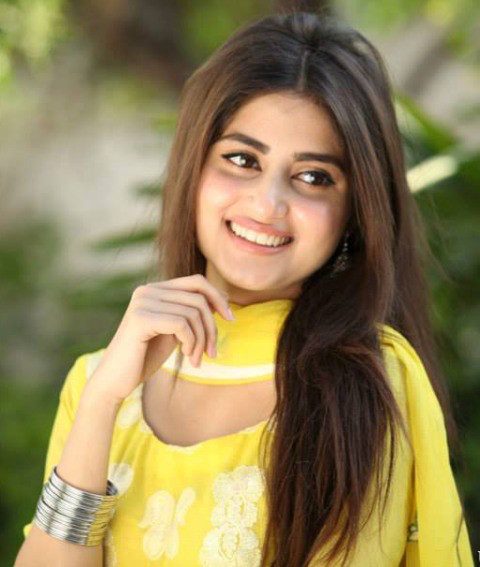 Pakistani-actress-Sajal-Ali-HD-Wallpapers