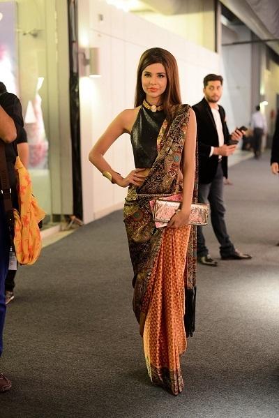 Sana-Sarfaraz looks hot in saree-webstudy.pk