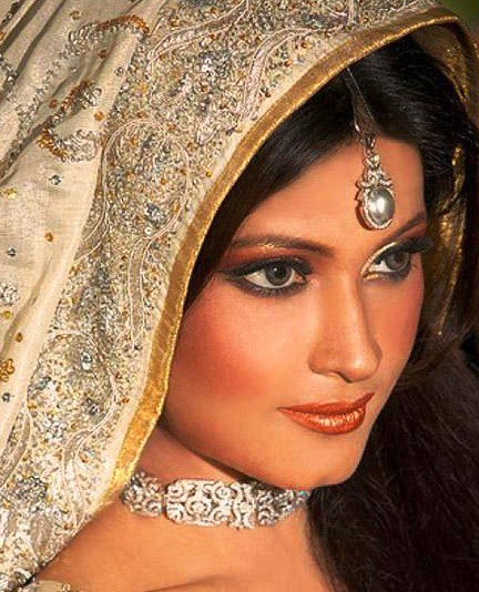 Bridal-Looks-Beautiful-Pakistani-Bridal-Face-Make-up-webstudy.pk