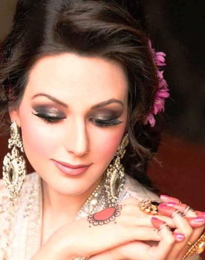 Make-up-Looks-Beautiful-Pakistani-Bridal-Face-Make-up-webstudy.pk