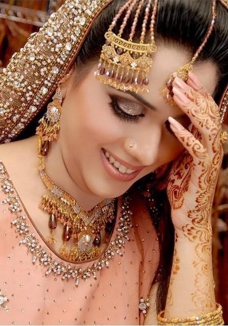 Lovely-Bridal-Mehndi-Designs-2016-Especially-For-Girl