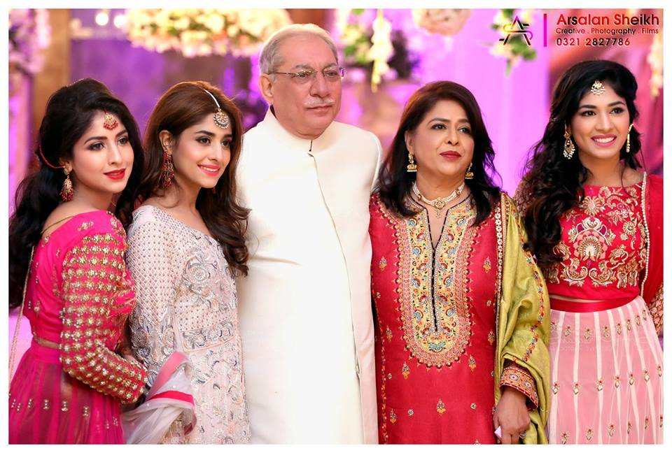 host Sanam-Jung-Wedding-Shoot-webstudy.pk