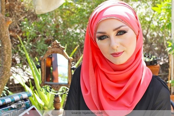 20-Hijab-Styles-You-Should-Try-In-2016-Wear-Hijab-Match-With-Lip-Color