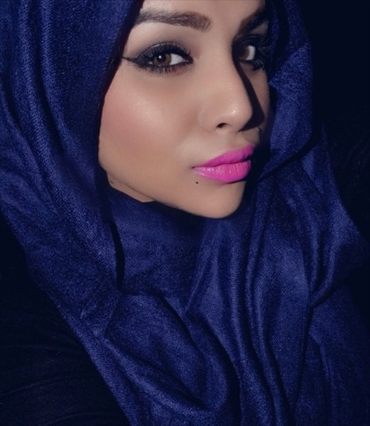 20-Hijab-Styles-You-Should-Try-In-2016-Wear-Pale-Blue-Hijab-With-Pink-Lipstick