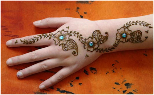 glitters-and-stones-designs-with-mehndi-on-hands-webstudy-pk
