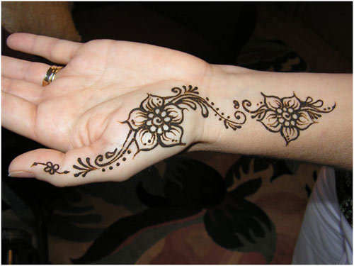 mehndi-designs-for-the-palm