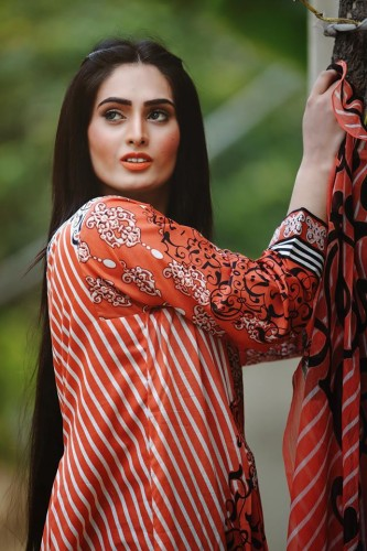 beautiful lawn dresses collection by aroshi-webstudy.pk