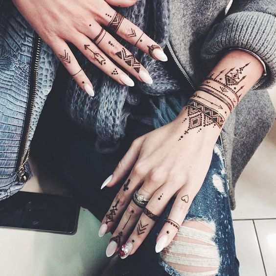 single bail mehndi designs 2018 for girls