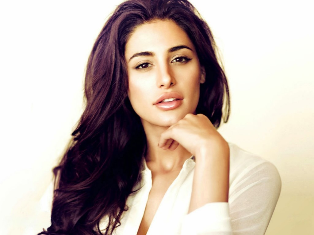 Nargis-Fakhri-Hd-Wallpapers