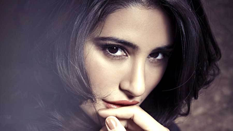 New-wallpapers-Nargis-Fakhri